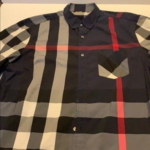 BURBERRY BUTTON UP👕